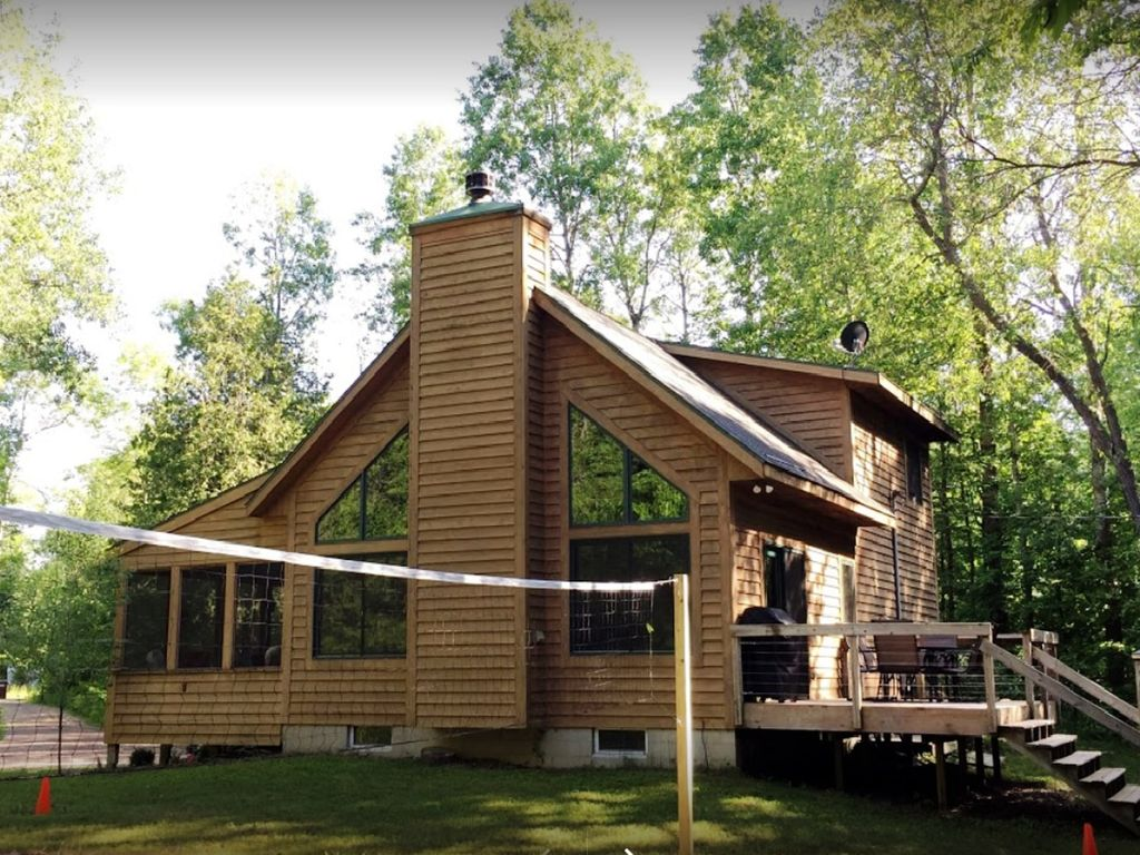 Beautiful betsie river cabin minutes from crystal mtn for Crystal mountain cabin rentals