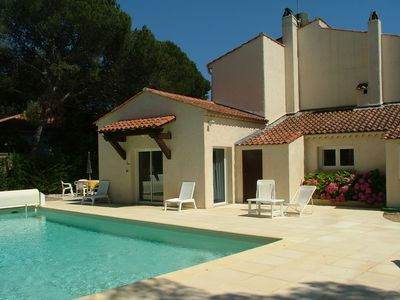 Photo for Upstairs Villa Apartment + private heated pool in Boulouris, St Raphaël