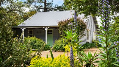 Photo for Illoura @ Hepburn - Picture Perfect Cottage