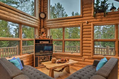 Unwind with ease at this well-appointed Millersburg vacation rental cabin!