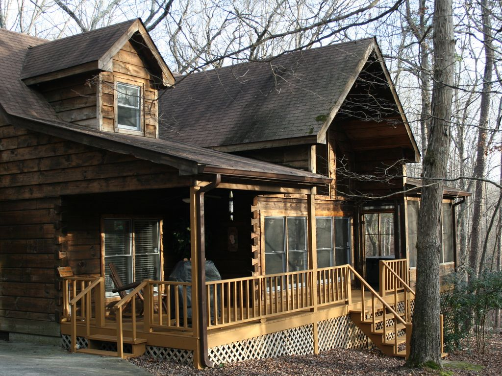 North ga mountain log cabin located in bent tree community for Large cabin rentals north georgia