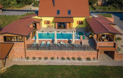 Photo for 5 bedroom accommodation in Repusnica