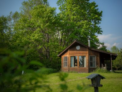 Pet freindly cabin in the  meadows on the edge of the forest with big windows