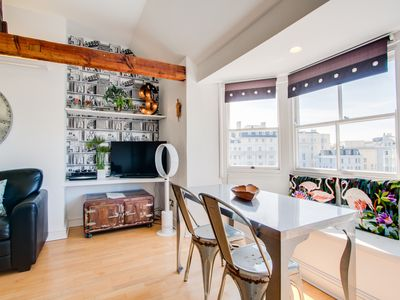 Photo for Beautiful modern apartment, in the heart of Brighton, near Zip, sea and shops