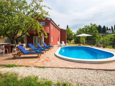 Photo for Holiday house with pool, air conditioning, barbecue and in a quiet location