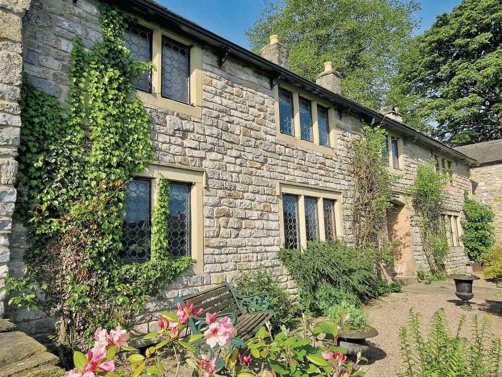 mullions cottage: 3 bedroom property in hope valley. pet friendly