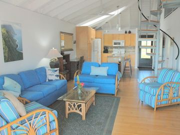 Immaculate Top Floor 2 Bedroom plus Loft  2 Bath Close to Beach and Pool