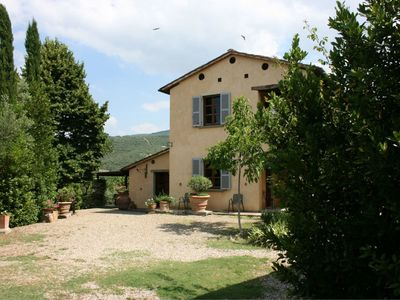 Photo for Private Villa with WIFI, private pool, TV, washing machine, pets allowed, parking, close to Cortona