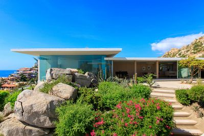 Overlooking the Sea of Cortez, Casa Finisterra is the perfect modernist escape!