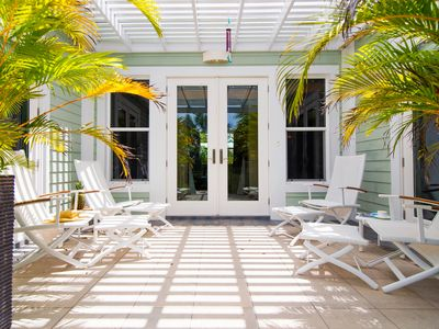 Pomegranate Cottage: Island Cottage on Boutique Micro-Resort 10 mins from Seven Mile Beach