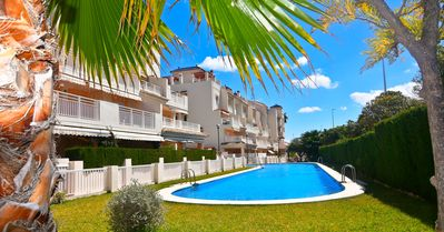 Photo for Duplex appartment 50 m from the beach, communal pool, parking place