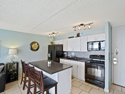Photo for Darmic Waikiki Banyan: Deluxe Part Ocean View  |  7th floor  |  1 bdrm  | FREE wifi and parking  | AC | Quality amenities | Only 5 mins walk to the beach!
