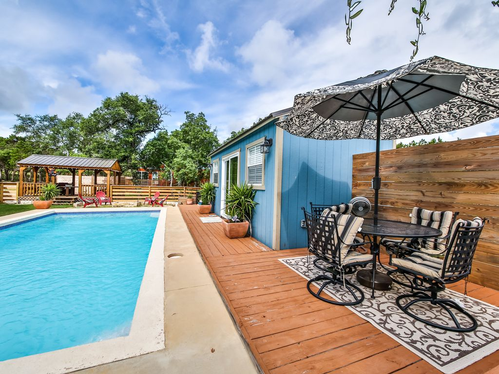 texas hill country cabin s with pool access el escondite
