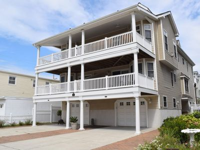 GREAT OCEAN & BAY VIEWS!!!  Fabulous beachblock -  One short walk to beach and promennade.Two large covered front decks with a southern exposure and great ocean and bay views.