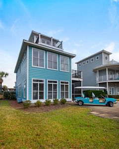 Your group will love getting around the area in the Custom 6-passenger Golf Cart