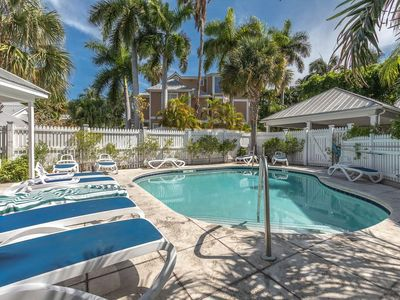 ~FAIR WINDS @ THE FOUNDRY~ Updated Townhome w/ Pool, Close To Ft Zach Beach!