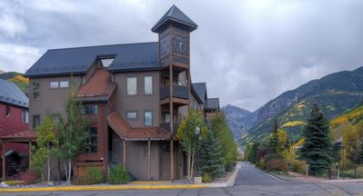 Photo for Spacious Corner Condo in Telluride-Beautiful Western Views!