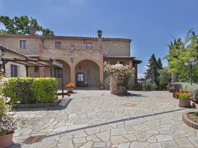 Photo for Nice apartment in villa for 6 people with WIFI, pool, A/C, TV and parking, close to San Gimignano