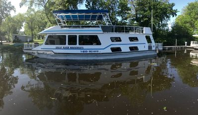 Photo for 10-12 Person Houseboat