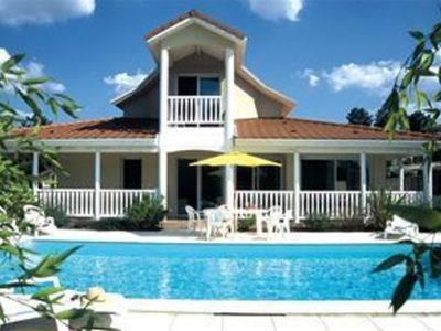 Photo for Detached villa with swimming pool, the beach and sea at Lacanau (4 km)