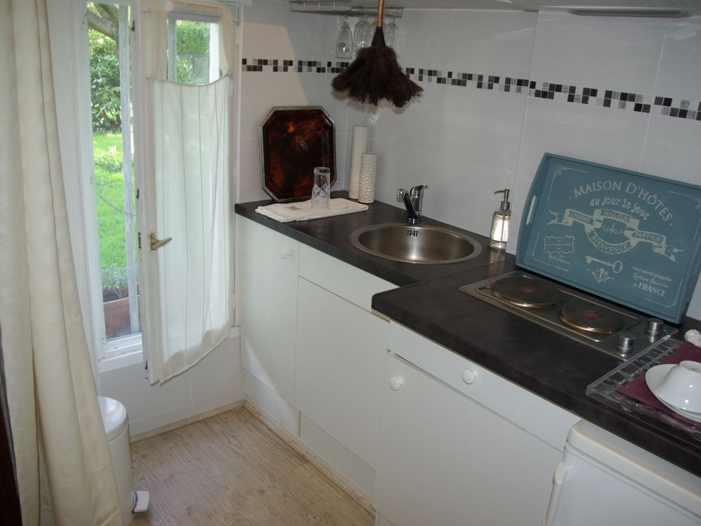 Barbecue & Co Feucherolles charming house, with large bedroom, living room, kitchen, a large park -  feucherolles