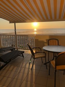 Photo for Beautiful apartment, 2 bedrooms, full sea view, direct beach access, 5/7 pers.