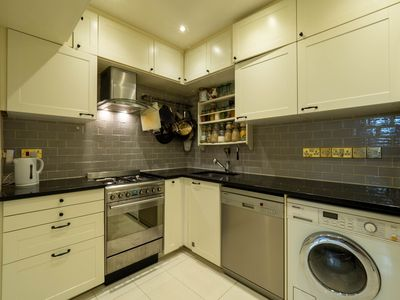 Photo for Zone 1 - 2 bed flat near Hyde park