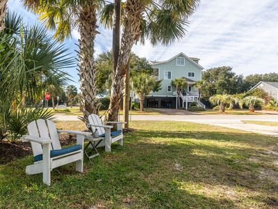 Photo for Adorable bright, cheery beach cottage directly across the street from the beach.