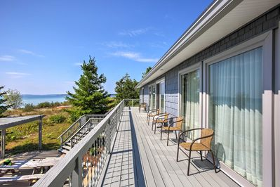 This spacious 3,000-square-foot property is located on the beach, making it the ideal Northport getaway.