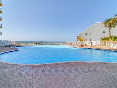 Photo for Gorgeous and homey beachfront condo with shared pool, beach access, & free WiFi!