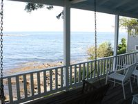 Amazing porch and view! Rustic but comfortable. Everything we needed. Love Pemaquid beach and area.