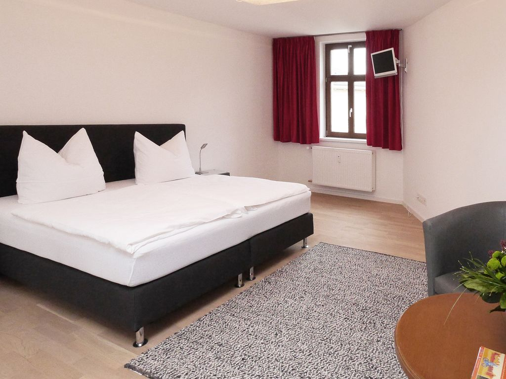 . Modern double room at the Holy See   Nauener Vorstadt