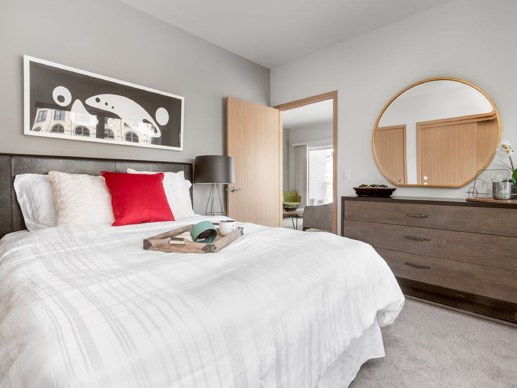 Milwaukee River Condos 1BD 5 - Lower East Side