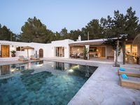Fantastic villa with incredible views and pool area
