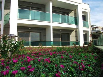 Photo for Daily Rental Flat 200 m Distance To The Sea. 1 roomed and shared pool. Daily and weekly rental