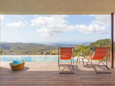 Photo for Can Jordi - Spectacular villa with infinity pool in Galilea