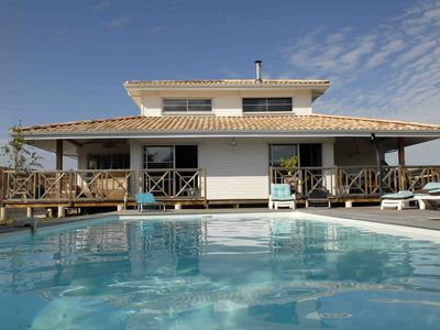 Photo for Villa **** with heated pool, along the Bassin d'Arcachon, near beaches