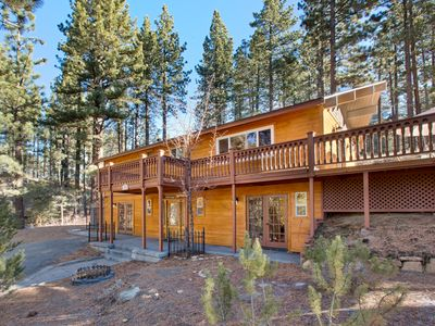 Photo for Charming Updated Cabin, Quiet, Spacious Deck, Hot Tub, Near Heavenly