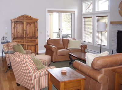 Comfy living room for your relaxation - Come be our