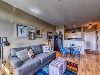 Photo for Lovely studio apartment, 8-minute walk to space needle, shared hot tub and pool!
