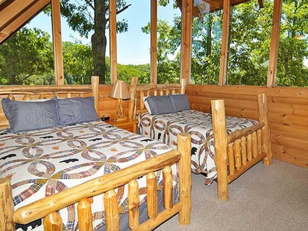Luxury cabin wifi hot tub minutes to pigeon forge with for Pigeon forge cabins with hot tub
