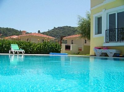 Modern 3 Bed Apartment With Pool