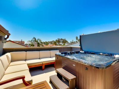 Gorgeous Family Home w/ Roof Top Deck, Jacuzzi & A/C