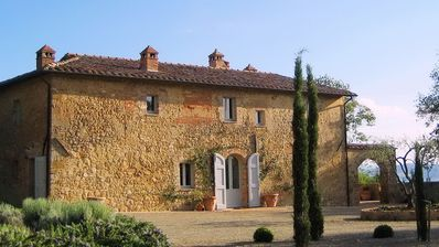 Photo for Luxury Tuscan villa, heated pool, spectacular views, underfloor cooling