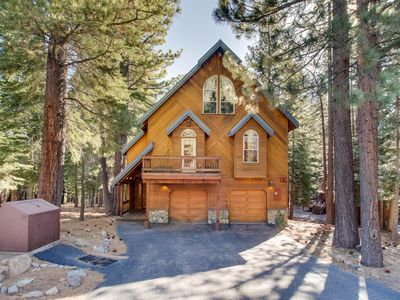 Photo for Getaway w/ full Tahoe Donner amenities -shared pool & hot tub, 3 miles to skiing