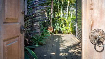 Photo for MANDALAY, Kiama - Pool, Palms and close to beach &  4pm check out Sundays! Kiama & Surrounds
