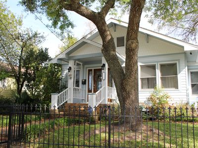 Gulf Breeze Cottage -Ocean view -walk to beach - pet friendly- fenced in yard
