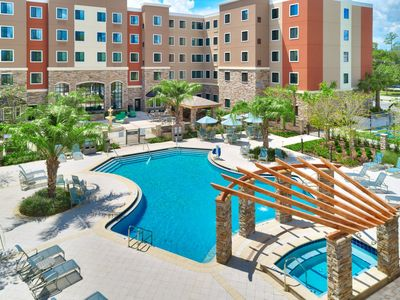 Photo for King Suite. Outdoor Pool & Hot Tub. Free Breakfast. 10 Minutes to University of Florida.