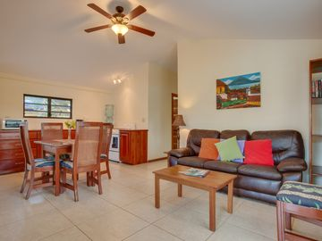 Travelers' Roost Beach Apartment at Coconut Row