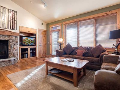 AL4305 Top floor residence - beautiful views! Short walk to the slopes!